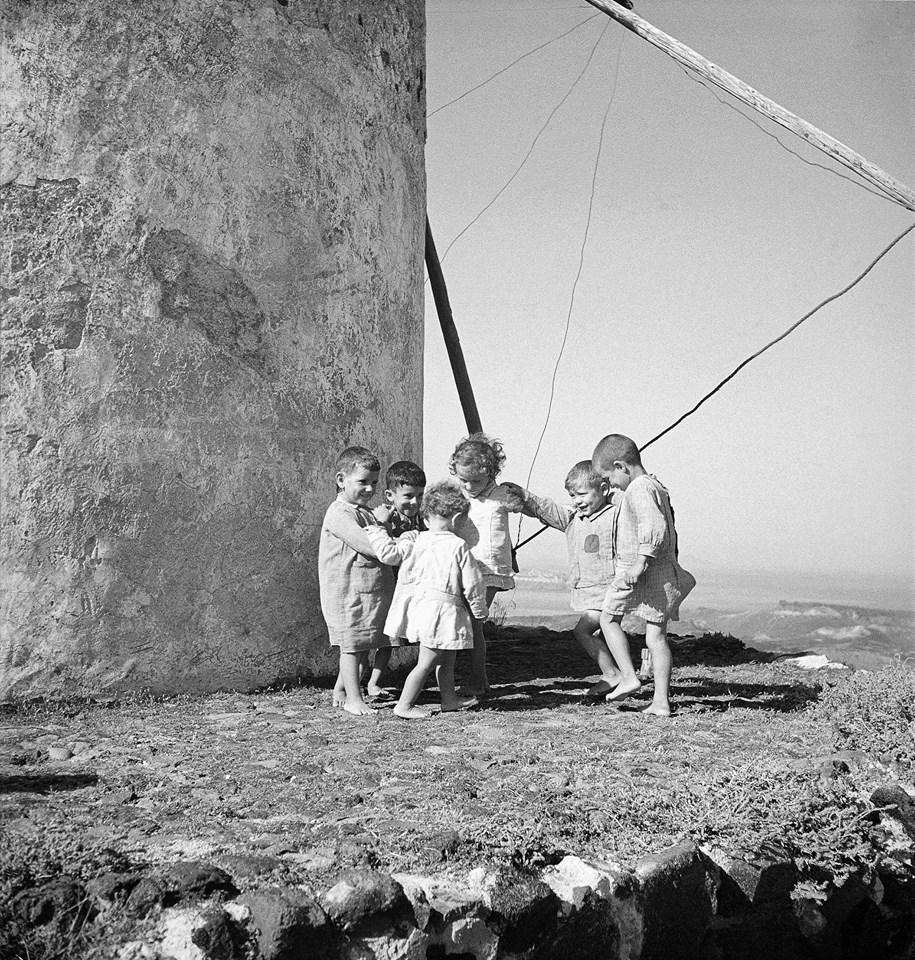 Voula Papaioannou: Children playing, Myconos, c.1935